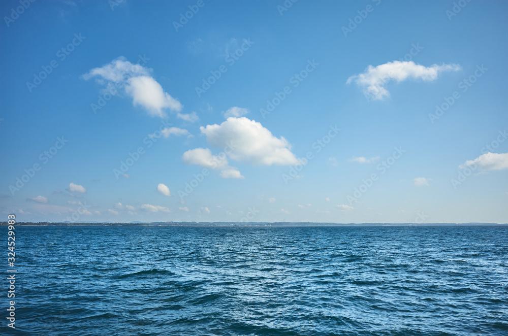 Fototapeta Sky over the ocean on a sunny day.