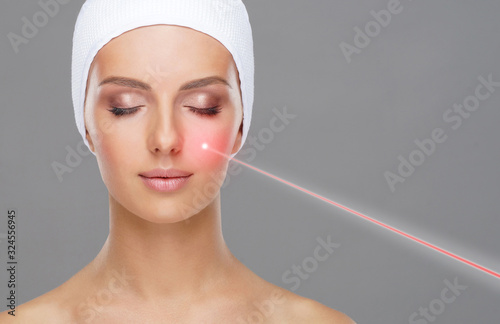 Fotomural Doctor removing moles using laser ray