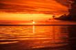 Roter Sonnenuntergang am Meer
