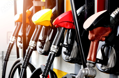 Foto colorful fuel gasoline dispenser with sun flare background
