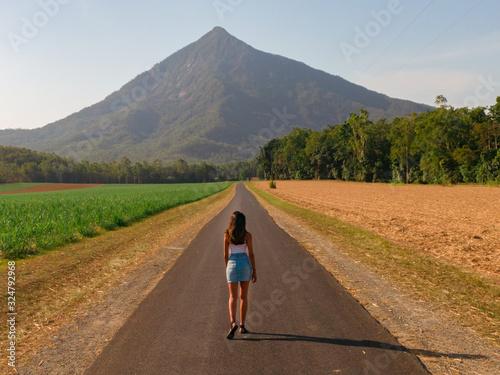 Cuadros en Lienzo Woman & Beautiful mountain landscape
