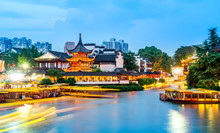 Night View Of Ancient Architecture Of Qinhuai River In Nanjing Fuzi Temple..