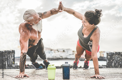 Couple of fitness athlete doing workout sessions outdoor - Happy trendy athlete Fototapete