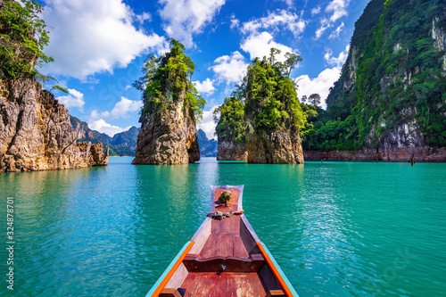 Fotografiet Beautiful mountains in Ratchaprapha Dam at Khao Sok National Park, Surat Thani Province, Thailand