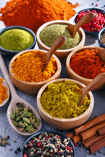 Cuadros en Lienzo Variety of spices on kitchen table