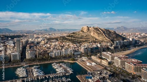 Cityscape of Alicante and Santa Barbara castle Fotobehang