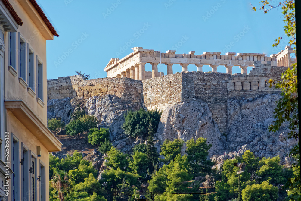 Athens Greece, street view to Parthenon temple on Acropolis hill <span>plik: #325155163 | autor: Dimitrios</span>