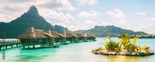 Photo Bora Bora French Polynesia luxury hotel resort overwater bungalow suites in Tahiti, Honeymoon travel destination header panorama background