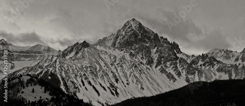 Obraz Black and white mountain range in winter - fototapety do salonu