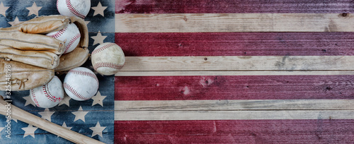 Tablou Canvas Old baseball objects on United States vintage wooden flag background