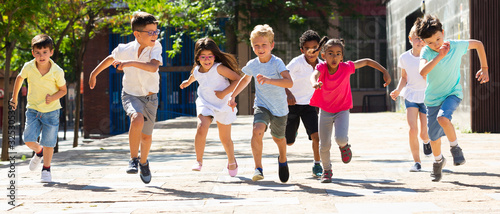 Obraz Children running in race and laughing outdoors at sunny day - fototapety do salonu