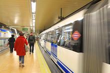 Metro Estación Gente Tren Mad...