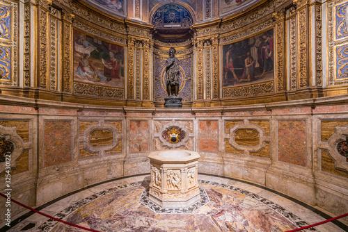 Платно Chapel of Saint John Baptist with statue from Donatello, in the Duomo of Siena, Tuscany, Italy