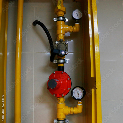 Photo LPG pressure gauge meter,valve actuator box and LPG Gas Pipeline Fitting for hot