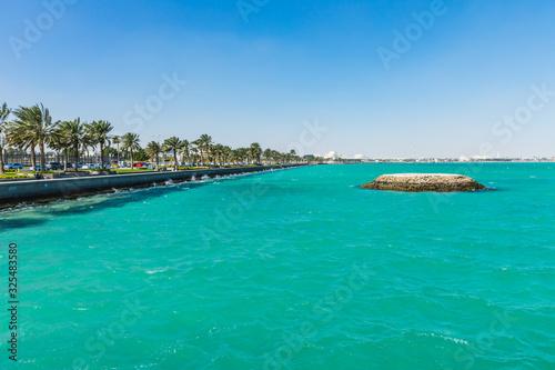 Photo Corniche  Seaside  Promenade Park on the Persian Gulf in Doha, Qatar, Middle Eas