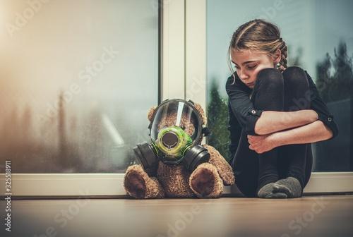 Photo Girl Protected Her Teddy Bear