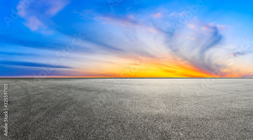 Cuadros en Lienzo Empty race track and beautiful colorful clouds landscape at sunset,panoramic view