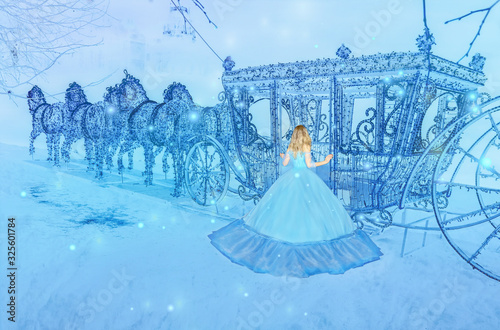 Canvas Beautiful princess in blue long dress on the luminous blue carriage background