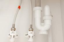 洗面所の下の排水管
