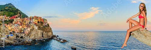 Photographie Europe travel attractive tourist girl in Manarola, Cinque Terre, italian summer vacation