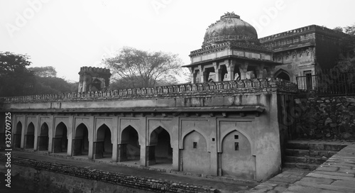 Photo Old tomb at Archaeological Park Mehrauli New Delhi India
