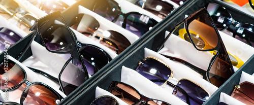 Obraz Sunglasses store showcase - fototapety do salonu