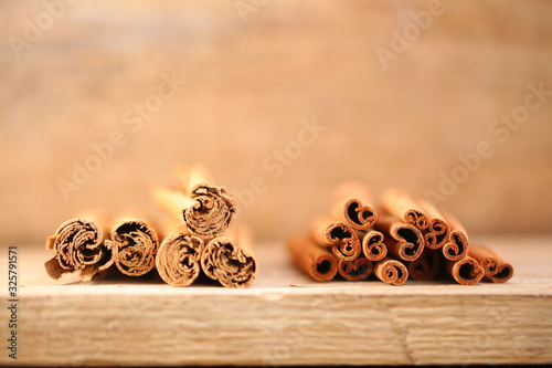 Fényképezés ceylon cinnamon and cassia bark .external differences