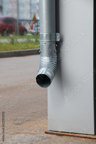 drainpipe on the corner of the house Canvas-taulu