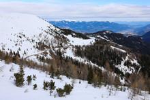 Straße Am Berg Mit Schnee Bedeckt