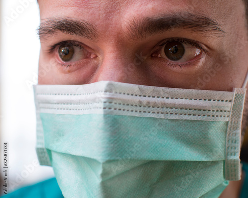 Fototapety, obrazy: Doctor with mask in Italy