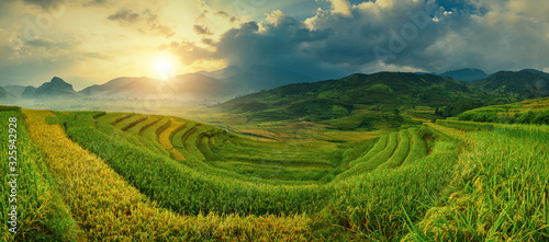 Obraz Rice fields on terraced of Mu Cang Chai, YenBai, Vietnam. Vietnam landscapes. - fototapety do salonu