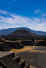 Pirámide Del Sol En Teotihuacán, México