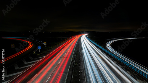 Obraz Long exposure of motorway at night with curved off ramps - fototapety do salonu