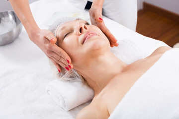 Fototapeta na wymiar Mature woman having face massage
