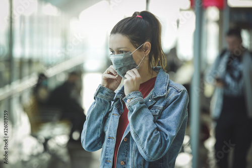 Woman wearing protective mask in airport, Coronavirus contagion fears concept Fototapet