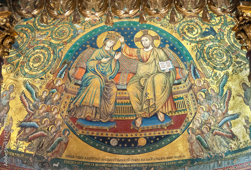 Jacopo Torriti's mosaic 'The Coronation of the Virgin Mary' (1296) in the apse o Wallpaper Mural