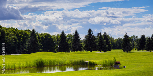 Photo Golf Course (field) with beautiful putting green and scenery in Mezhyhirya Park