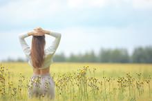 Autumn Field Girl Health / Bea...