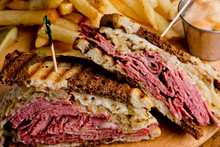 Reuben Sandwich, Classic Tradi...