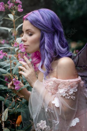 Canvastavla Little fairy with purple hair harm the pink flowers