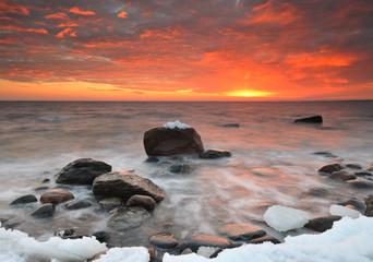 Panel Szklany Wschód / zachód słońca Seascape with rocks and ice at sunset, Näsbokrok, Halland, Sweden