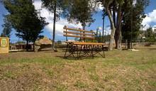 Siila De Madera  En El Parque ...