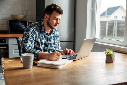 Fotografía Young male freelancer works from home