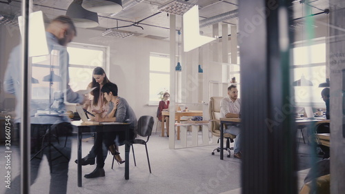 Fotografía Multiethnic team working in modern trendy office