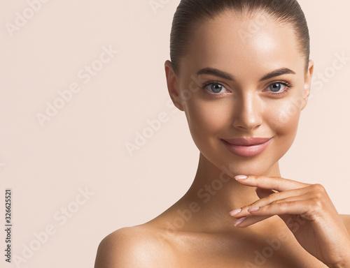 Obraz na płótnie Beautiful woman face close up beauty make up natural healthy clean skin