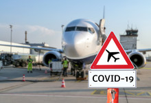 Flugzeug Auf Dem Flughafen Warnschild Coronavirus