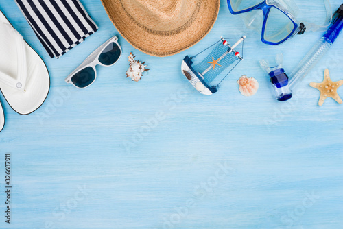 Cuadros en Lienzo Summer vacation concept with beach items on blue wooden background