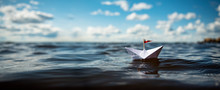 Papierschiff Auf Hoher See
