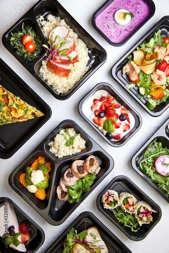 Fototapeta Zdrowa dieta pudełkowa sniadanie obiad lunch box, pełnowartościowy, zbilansowany fit posiłek na cały dzień  obraz