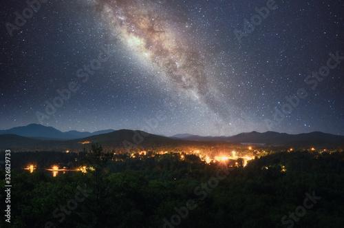 Obraz Milky way over Saranac Lake in Adirondack Mountains, New York - fototapety do salonu